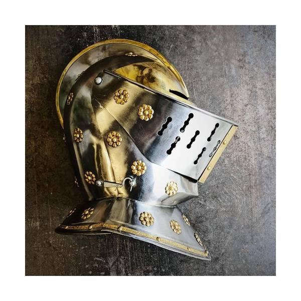 Bilde av Golden Knight Helmet - Full Size